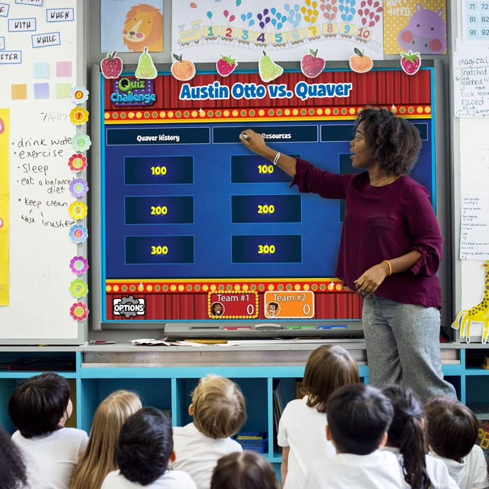 Teacher using QuaverMusic before a class of children