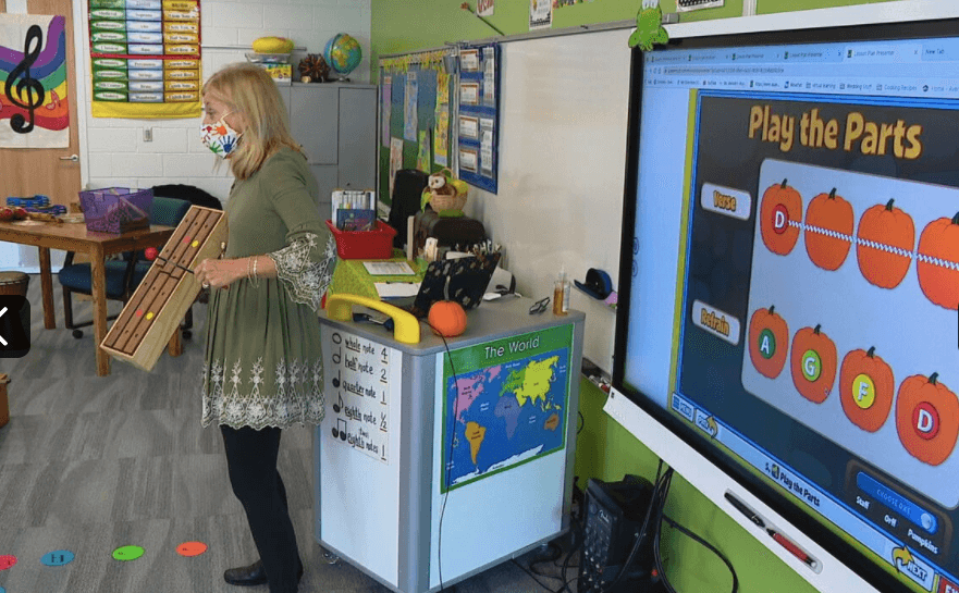 Image of Melody McGarrahan using Quaver's Play the Parts screen